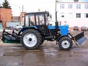 Трактор МТЗ 82.1 с щеткой и отвалом